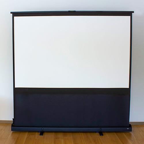写真:折りたたみ式のスクリーン。表示部分は4:3