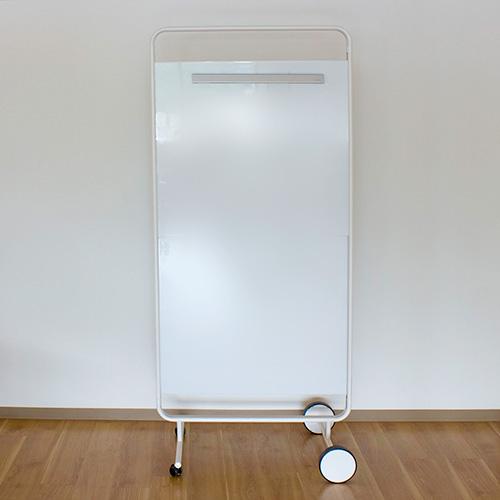 写真:縦型のホワイトボード
